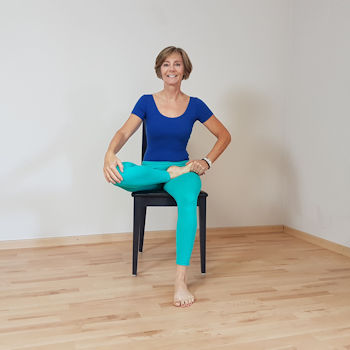 chair yoga  für seniorenchair yoga  empowermentproject